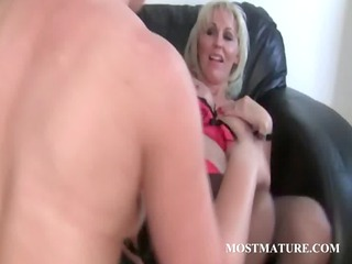babe enjoys her grownup cunt own dildoed