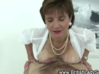 mature american chick sonia takes a cumshot