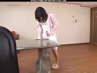 chick gets off by rubbing on the tables corner