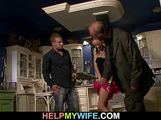 elderly hubby watches a guy bangs his amateur