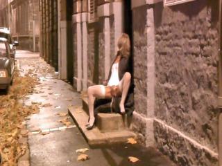 babe spreads her feet on doorstep