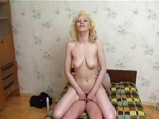 russian mum enjoys young guys cum !