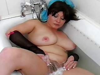 horny milf: inside the tub