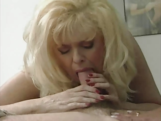 sexy albino woman ann line into a awesome 3 way