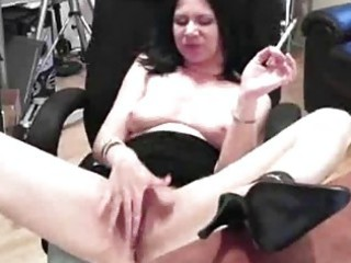 hot mature lady named mina polishes an fist