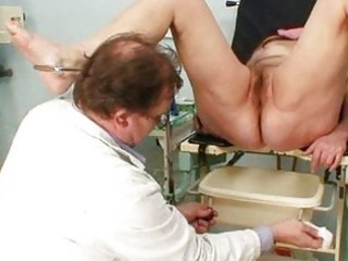 mature exam at gyno workplace