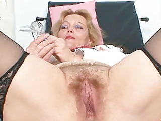 dirty cougar girl toys her furry pussy with specu