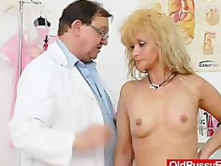 mama acquires a super gyno checkup