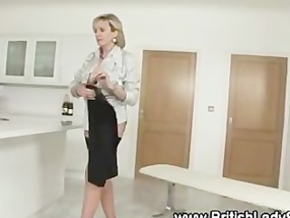 nasty masturbatrix lady sonia obtains off