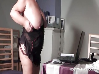 bbw elderly into glasses rubbing cunt on the web