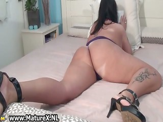 granny with a big ass is uncovering