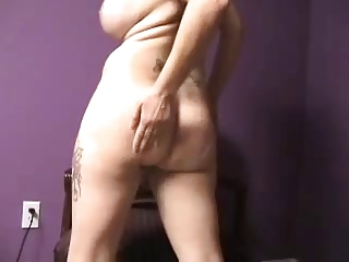mature babe bottom shake &; spread