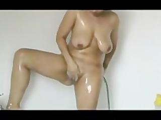 das schweinheimlich beim duschen gefilmt.....
