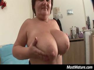 heavy cougar housewife pushing dildo