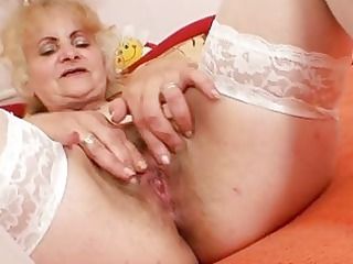 grownup dominika old pussy gaping and masturbation