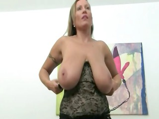 older babe fucking on leather bed