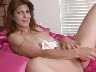 mature babe closeup vagina masturbation