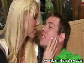 desperate mature babe gives professional blowjob