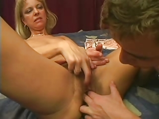 milfs vagina is so extremely hairy..