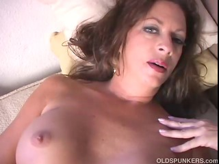 hot mature gets nude and frigs her wet cavity