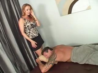 milf knows a really sweet massage