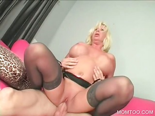 sinful mommy acquires pussy hammered