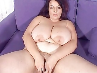 big breasted mature babe lady masturbates on the