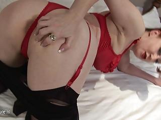 amateur red-haired mom-next-door masturbate