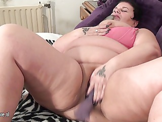 big grownup mother likes to get an orgasm