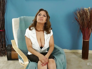 gorgeous mature latina spreads her foot during