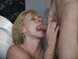 awesome cougar in toilet 3