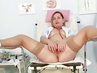 unpretty elderly mature babe wears stockings and