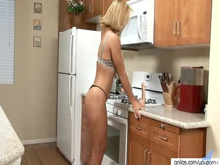 babe skillfully blows a sex toy before drilling it