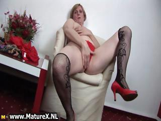 horny old woman is penetrating part6