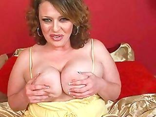 sweet large brunette momma sticks huge didlo up