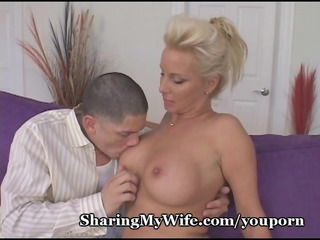 grown-up housewife invites inexperienced stud to