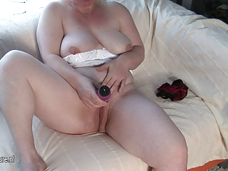 mom-next-door masturbate one